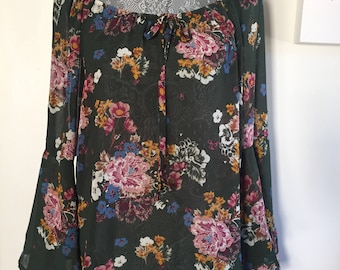 SALE 20% OFF Floral Hippie Boho Blouse w Bell Sleeves