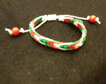 Three color macrame bracelet