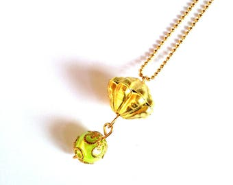 Necklace SATUN, golden colored pearl and green and golden pear, by The Sausage