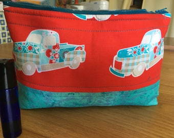 Essential Oil Travel Bag, Zipper Pouch, Patchwork truck on red, Padded Bag, 14 bottle storage, 5 or 15 ml storage bag, oil carry case