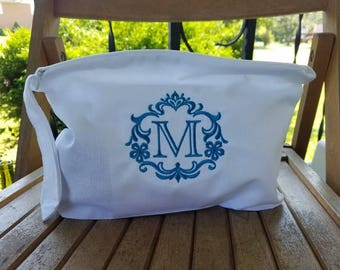 Set of 6 Custom Monogrammed white Linen Cosmetic or Lingerie Bags - Great gift for your bridesmaids