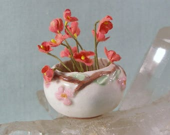 Desert Rose style Bowl Vase with a Frog in 1:12 Scale Miniature