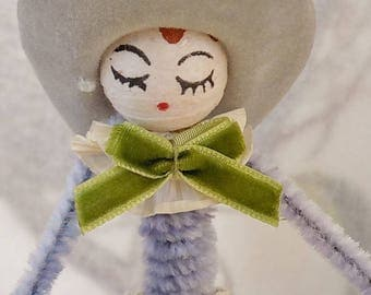 Vintage Style / Pipe Cleaner American Cowgirl Figure / Vintage Craft Supplies / Vintage Spun Cotton Head / Flocked Cowboy Hat / US Flags
