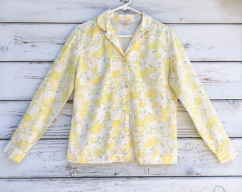 Vintage 60s pretty blouse,shirt,pastel,paisley,floral,feminine,novelty,delicate,soft,yellow,white,flowers,mod,hippie,boho,county chic,USA