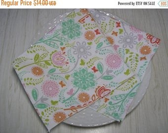 ON SALE Cloth Napkins Butterflies Flowers on White Set of 4