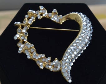 On sale Beautiful Vintage Large Rhinestone Heart Brooch, Gold tone, Valentine's Day (T11)