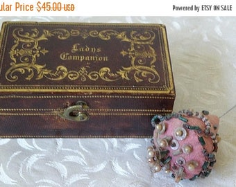christmasinjuly tiny Ladys Companion sewing box with 2 wooden bobbins and antique pin cushion