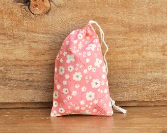 Mini Drawstring Pouch - Reusable Gift Bag - Jewelry Pouch - Gift Card Bag - Coral White Flowers