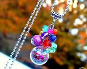 Precious Gipsy . Sautoir unique Bubbles grappe multicolore globe verre cristal bohème design original Tikaille