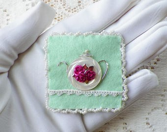 Handmade, OOAK Vintage Mother of Pearl Button Teapot Felt Pin / Brooch / Broach, Mint Green / White, Lace, Embroidery, Pink Roses, Tea Pot