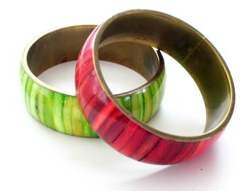 Vintage Brass Bangles, Dyed Shell Bangles, Wide Bangle Bracelets, Red Shell Bangle, Green Shell Bangle, Boho Bangle, Brass Jewelry