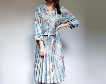 Paisley Dress Vintage 70s Dress Three Quarter Sleeve Boho Dress Accordion Pleat Day Dress Plus Size Dress - XL to XXL