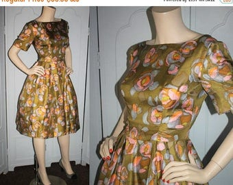 ON SALE Vintage 1950's Dress. Luxurious Silk with Watercolor Rose Print. Short Sleeve with Full Skirt. Small.