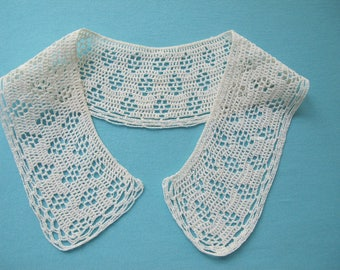 Collar Hand Crocheted Lace Small & Simple Vintage c. 1940s 1950s Cream Cotton