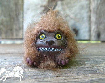 DARK CRYSTAL FIZZGIG Lookalike Sculpture, 1.25 Inch Tall Fuzzy Cute Monster Creature Critters One of a Kind Fantasy Film Nostalgia Fizzgigs