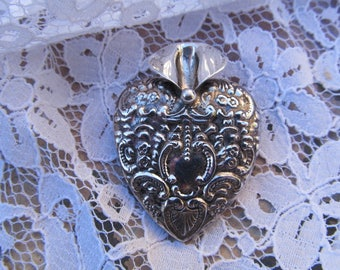 Vintage Sterling Silver Repousse Heart Tussy Mussy Brooch/Pin