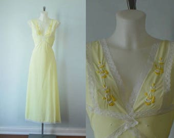 Vintage Yellow Nightgown, Vintage Nightgown, Simpsons, Simpsons Made in Italy, Yellow Nightgown, Nightgown
