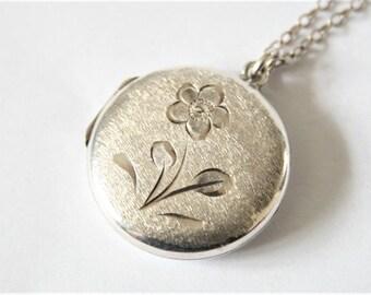 Vintage sterling silver locket.  Round locket.  Flower  locket.  Vintage jewellery
