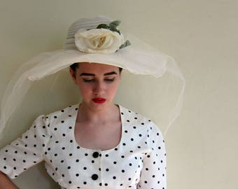 Vintage 1970s Wedding Hat In White Mesh Tulle with Flower / 70s does 50s White Wide Brimmed Veiled Summer Hat