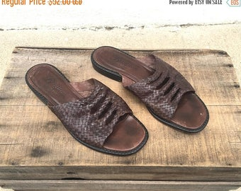 20% Off Sale 90s  Woven Brown Leather Slip On Mules Boho Modernist Minimalist Shoes by Brighton Ladies Size 8