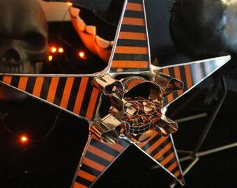 Pavillon à tête de mort- aka Skull and Crossbones- 10 inch limited edition Halloween star. 9 available