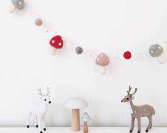 Toadstool Garland - Woodland Red