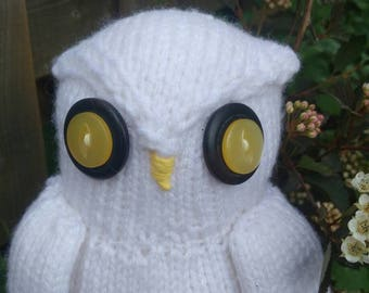 Snowy white owl - hand-knit
