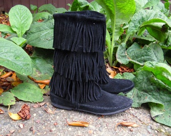 80s/90s Black Suede Fringe Minnetonka Moccasins Three Tier Leather Boho Boots Ladies 9