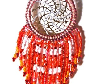 Collier attrape rêves,style amérindien, lumineuses,en Delicas miyuki rouge,orange,laiton .Personnalisable.
