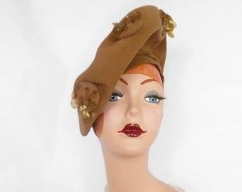 1940s platter hat, vintage tilt beret camel felt, Betty Shoppe