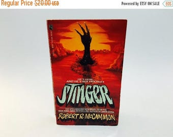 SUMMER BLOWOUT Vintage Horror Book Stinger by Robert McCammon 1988 First Edition Paperback