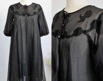 Vintage 1960s Black Babydoll Robe / Kayser Peignoir Nylon / Rosette Lace Collar Robe / Lingerie / Gothic Clothing / Tiny Buttons Bow