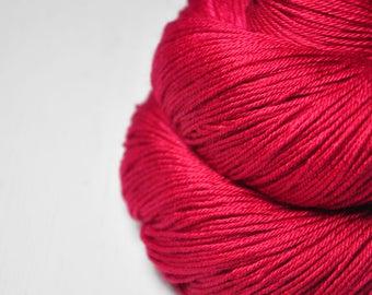 Toxic strawberry bubble gum - Merino/Silk Fingering Yarn Superwash