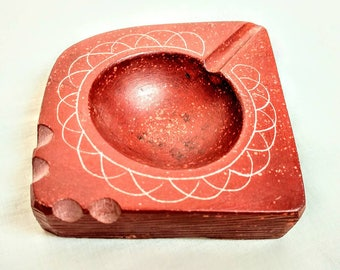 Early Hand Carved Unsigned Minnesota Sacred Catlinite Red Pipestone Ashtray ref  18450