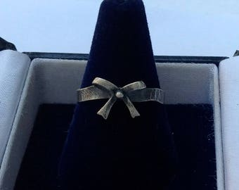 Retro solid sterling silver ribbon and bow Ring size 6.5