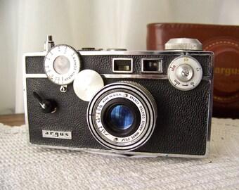 Vintage Argus C3 Brick Camera With 50mm f3.5 Argus Coated Cintar Lens With Rangefinder In Original Case Vintage 1930s