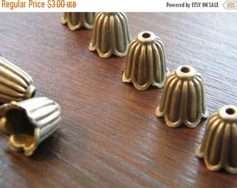 ON SALE 20 x Antique Brass Bead Caps Bronze Bell Shape Beadcaps 10mm