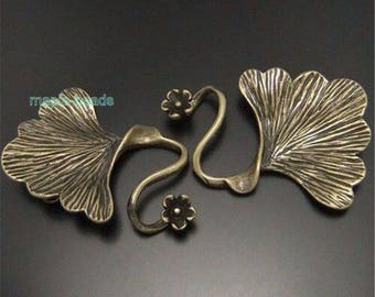 1 set-4-strand brass Ginkgo leaf clasp, brass leaf connector-bronze tone metal connector