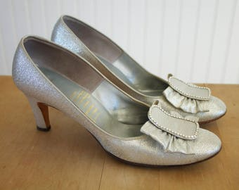 Vintage 1960's Silver Rhinestone Buckle Bow Pumps High Heels 7