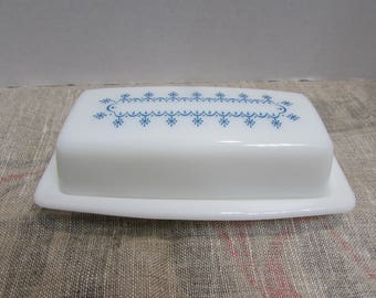 Pyrex Blue Snowflake Butter Dish - White with Blue Snowflake Design