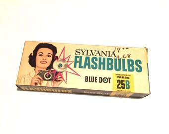 Vintage unused FLASHBULBS - Sylvania 25B - Blue Daylight - NOS - Qty:11