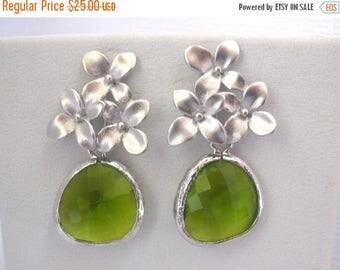 SALE Green Earrings, Glass Earrings, Flower Earrings, Green Apple, Silver Peridot, Bridesmaid Earrings, Bridesmaid Jewelry, Bridesmaid Gift