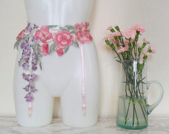"""Trailing Flowers floral embroidery appliqué suspender / garter belt in pink/lilac - size Small, 25-28"""" waist"""