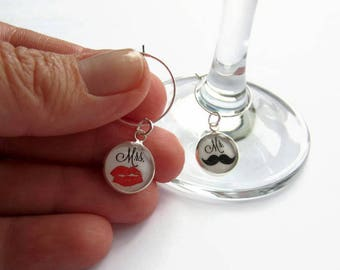 Mr and Mrs Wine Glass Charms, Wedding Table Decor, Fun Couples Gift, Wedding Present, Bride and Groom Gift, Honeymoon Gift for Newlyweds