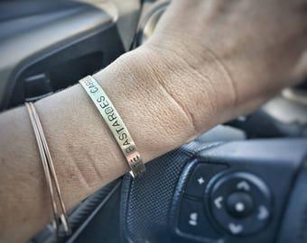 Nolite Te Bastardes Carborundorum - Don't Let The Bastards Get You Down Cuff Brascelet - Jeweler's Brass