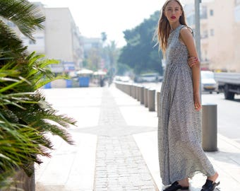Trendy Maxi Dress with White and Blue dots Print, Sleeveless Summer and Spring Dress, Oversized Chic Designer Dress for Day or Evening