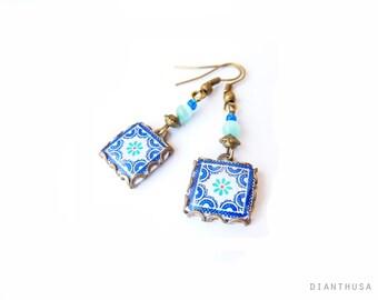 Boucles d'oreilles decarreaux ciment  Scandinavie:  Bleu, blanc et ocre. Petits carrelages à motifs d'inspiration scandinave Carreaux ciment