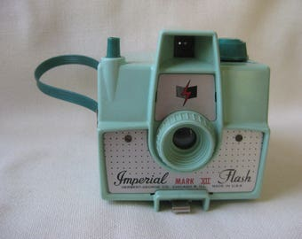 Vintage MINT GREEN Imperial Flash Camera