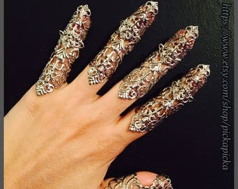 Armor nail guards,claw rings or full finger tips,made in dull silver filigree, set of 5pcs. They are  sizable.