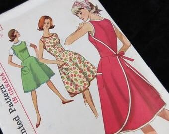 Vintage 1960s Sewing Pattern, Wrap Dress, Simplicity 5449